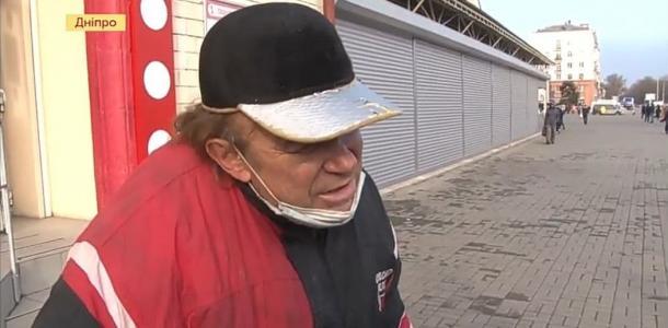 Днепровские бездомные не хотят жить в приюте, потому что там им запрещают пить