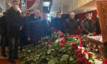 Мэр Днепра Борис Филатов в Харькове. Он приехал на церемонию прощания с Кернесом