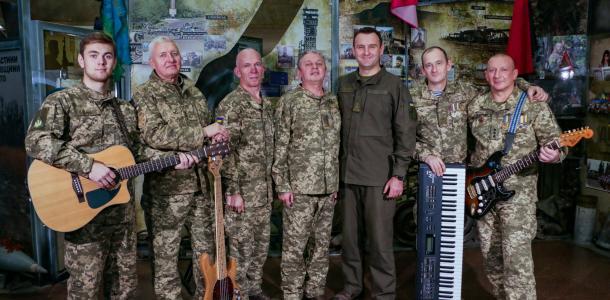 С Днем вооруженных сил Украины! Днепровские военные записали видеоклип — поздравление побратимам