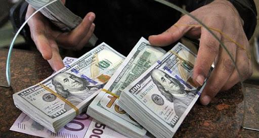 Новогодние сюрпризы. Доллар продолжает падать, а евро расти