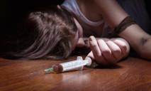 В Днепре «парочку» госпитализировали с передозировкой наркотиков. У горе-родителей был 2-летний ребенок