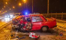 В Днепре лоб в лоб столкнулись Dacia и ВАЗ: пострадала женщина