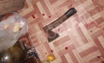 Казнь или случайность: агрессивный старик едва не отрубил топором голову днепрянке