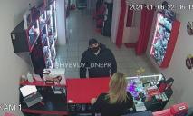 В Днепре мужчина украл секс-игрушку из интим-магазина (ВИДЕО)