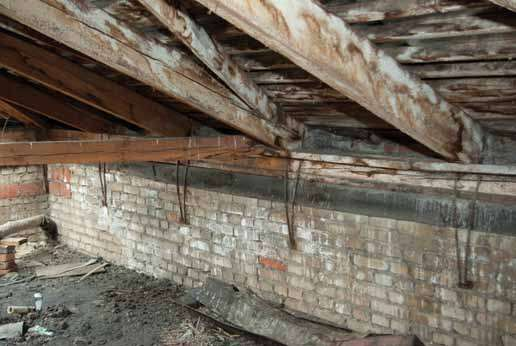 Новости Днепра про В Днепре мужчина провалил крышу чужого дома