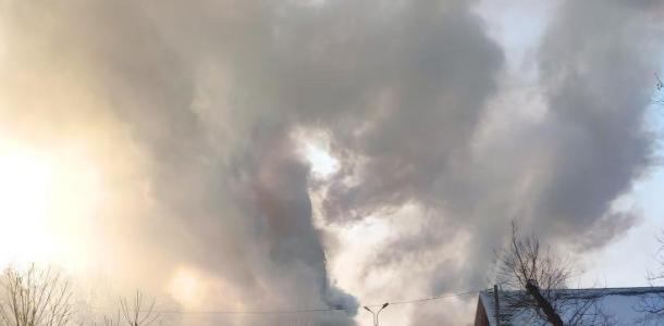 По Днепром пылает церковь, могут рухнуть купола (ФОТО, ВИДЕО)