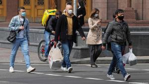 Как рассказал министр здравоохранения, карантинные ограничения воспринимаются некоторыми так называемыми экспертами, политическими деятелями, некоторыми слоями населения как квест под названием «обойти запреты». Новости Украины