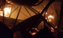 Сгорело все: здание, машины и оборудование. Масштабный пожар в Кривом Роге (ФОТО, ВИДЕО)