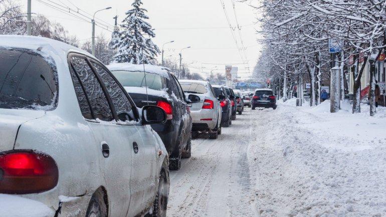 Снегопад парализовал движение. Новости Днепра