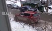 «Украсили» всю машину: в Днепре владельца BMW наказали за хамскую парковку (ВИДЕО)