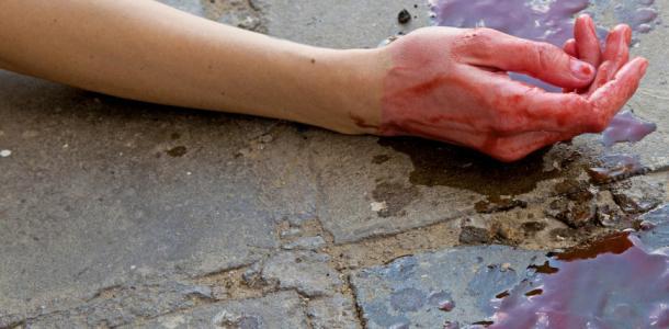 Врачи скорой обнаружили в квартире убитую женщину