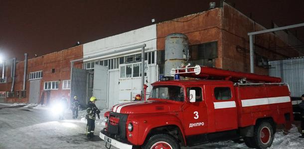 Неспокойная ночь: в Днепре на левом берегу горели склады и СТО