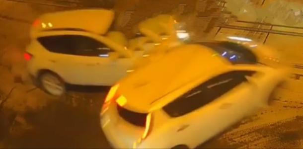 В Днепре столкнулись две машины Nissan. Пострадала женщина (ВИДЕО)
