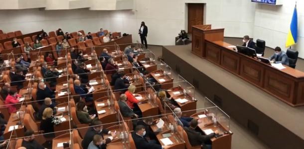 Прозрачные перегородки, объединение больниц и сокращение чиновников: самое интересное на сессии горсовета Днепра