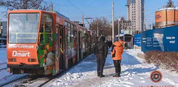 В первом днепровском трамвае умер мужчина (ФОТО 18+)