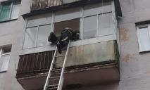 «Лежал на полу»: сын не мог попасть в квартиру к пожилому отцу