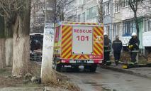 ЧП в Павлограде: водитель умер за рулем и влетел в детскую площадку