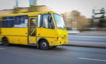 В Днепре мужчина справил нужду прямо в автобусе