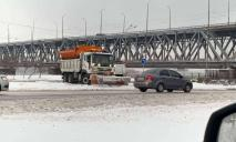 На дорогах Днепра работает спецтехника: где чистят улицы (ФОТО, ВИДЕО)