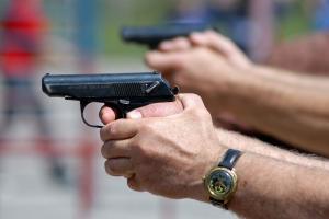Мужчина взял пистолет и стал стрелять по соседям. Что с пострадавшим. Новости Днепра