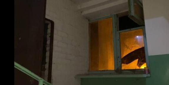 Оказались выбитыми окна подъезда. Новости Днепра