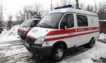 Автомобиль скорой помощи попал в снежную ловушку