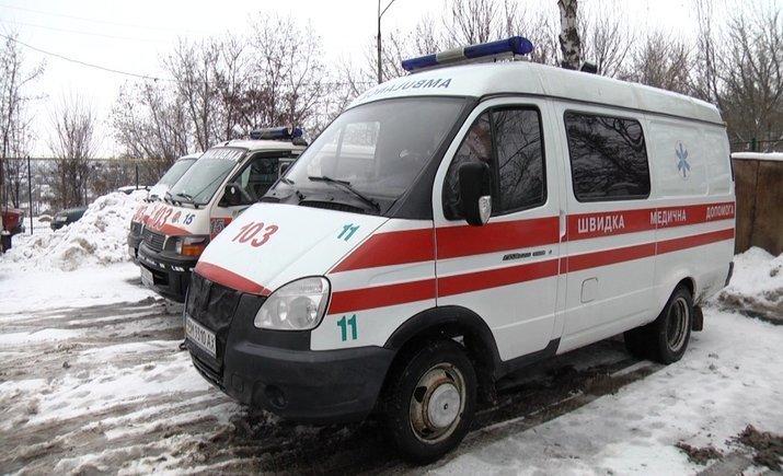 Новости Днепра про Автомобиль скорой помощи попал в снежную ловушку