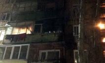 Загорелся балкон квартиры, мужчину с ожогами госпитализировали