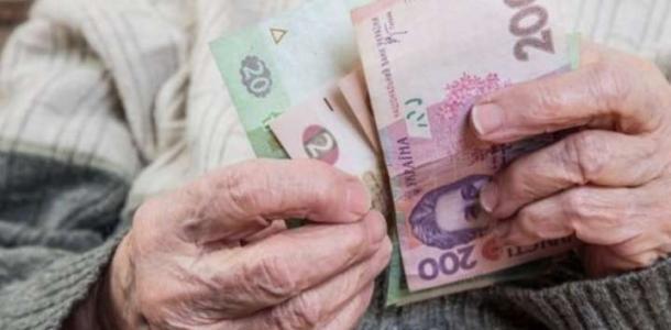 В Украине перенесли повышение пенсий, подробности