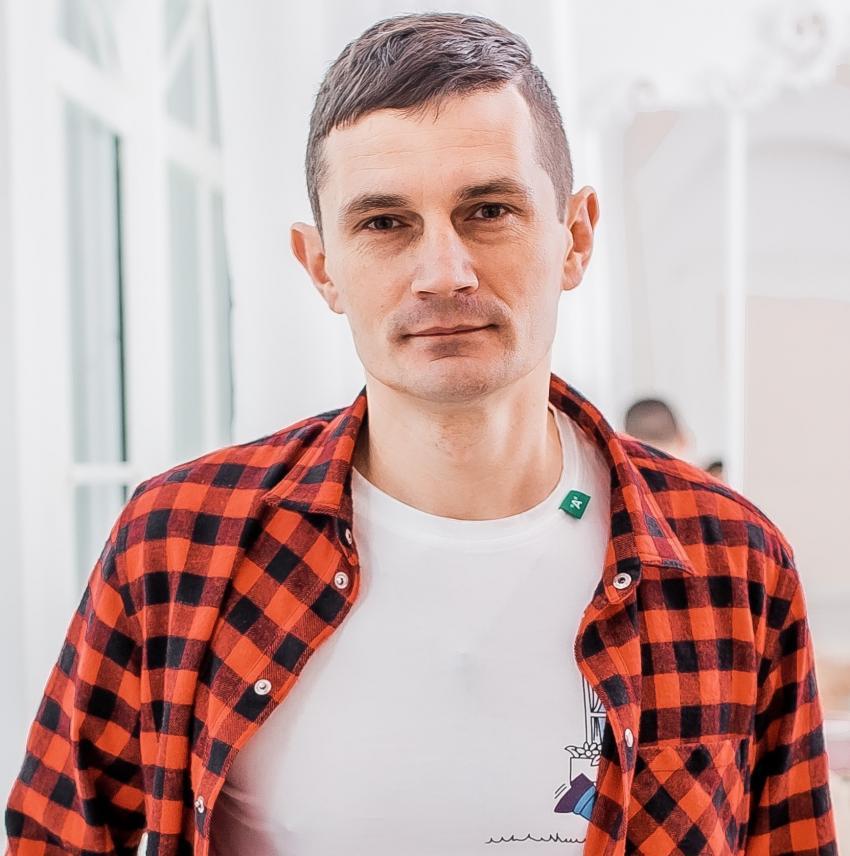 Житель Днепра родом из Луганщины написал книгу о переселенцах. Новости Днепра