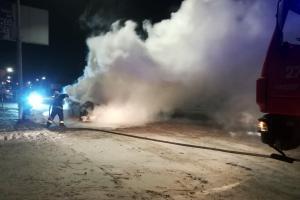 Новости Днепра про Загорелся припаркованный автомобиль, как тушили пожар