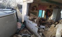 Наглые гости: под Днепром автомобиль протаранил дом, в котором находилась женщина