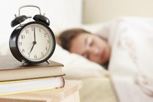 В рекомендациях по поводу бессонницы редко упоминается потенциально немедикаментозное вспомогательное средство для сна, которое бесплатно и легко доступно для большинства людей: секс, будь то с партнером или «в одиночку». Новости Украины