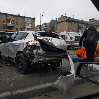 В Днепре на Слобожанском проспекте столкнулись три машины. Новости Днепра