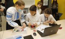 Сотрудничество города и бизнеса: в Днепре открыли первый STEM-кабинет для школьников