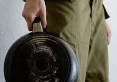 Нужны были деньги: на Днепропетровщине мужчина забил до смерти пенсионера сковородкой