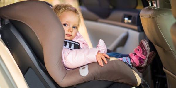 Деток можно будет возить на переднем сидении авто: условия и нюансы