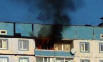Пожар в многоэтажке: с огнем боролись 10 спасателей