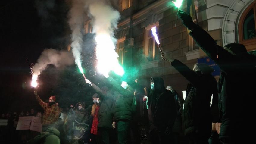 Под зданием прокуратуры Днепропетровской области прошла масштабная акция протеста. Новости Днепра