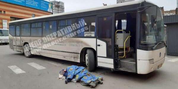Женщина попала под колеса автобуса на автостанции в Днепре: подробности