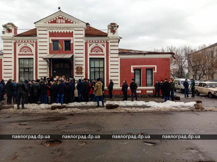 Новости Днепра про Под Днепром «общественный суд» над нардепом чуть не дошел до драки
