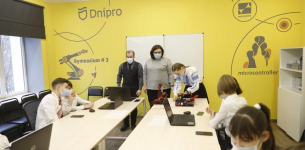 Коснитесь будущего: в Днепре открыли первый кабинет STEM для школьников