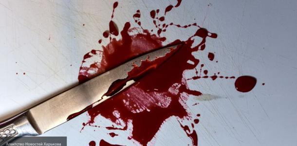 Конфликт мужчины решили с помощью ножа: один убит, женщина ранена