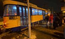 В одном из трамваев Днепра – ЧП: женщину увезла «скорая»