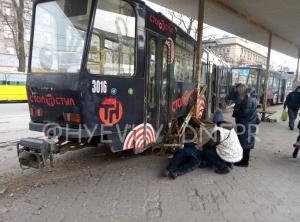 Трамвай травмировал женщину. Новости Днепра