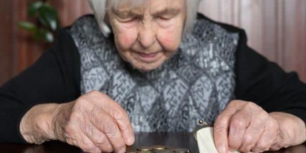 Полиция разыскивает жертв мошенниц, которые обокрали пенсионерку