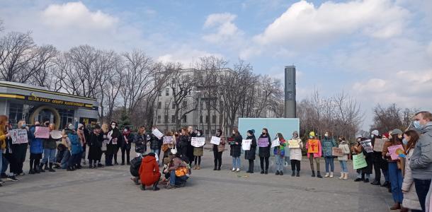 ЛГБТ-организация в Днепре проводит необычный перфоманс (ФОТО)