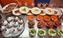 Чем кормят детей в школах: опубликовали фото вторых завтраков