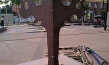 С улицы Короленко убрали железный макет дерева: горожане рады
