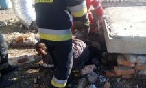 Женщина в Днепре застряла под бетонной плитой: подробности